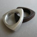 Ring Silber gegossen und Holzmodell